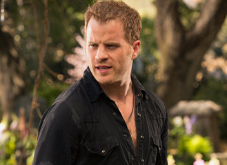 http://i2.cdnds.net/13/40/618x450/ustv-rob-kazinsky-true-blood-4.jpg