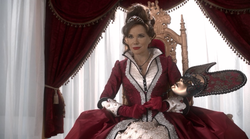 http://happynicetimepeople.com/wp-content/uploads/2014/09/ouat-regina-mom-2.png